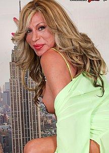 Fabiola Blonde